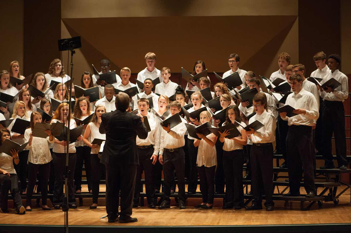 a study of choir Research has shown for some time that singing in a choir has tremendous benefits for physical and mental well-bing, leading some to campaign for it to be prescribed as a treatment for medical conditions in addition, recent findings from a study suggest that there are specific benefits related to choral.
