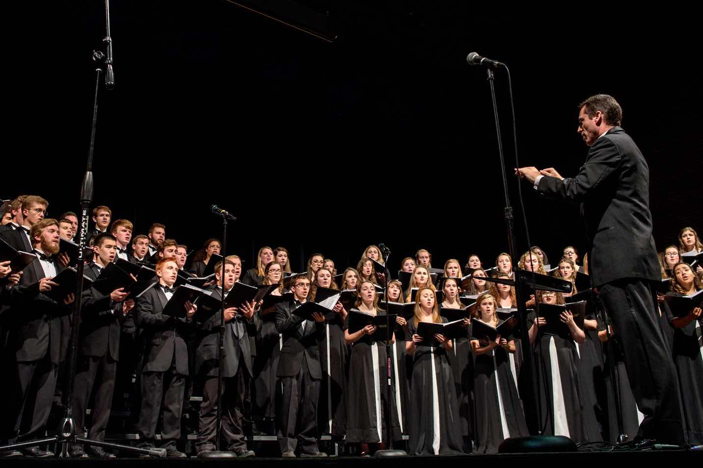 A photo of the Harding University concern choir performing at Lectureship.